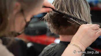 Corona Friseur BW: Maske, Tests, Impfung: Welche Maßnahmen gelten aktuell beim Friseur? - SWP