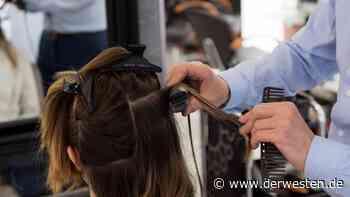 Mülheim: Frau geht zum Friseur – danach trifft sie der Schlag - Der Westen