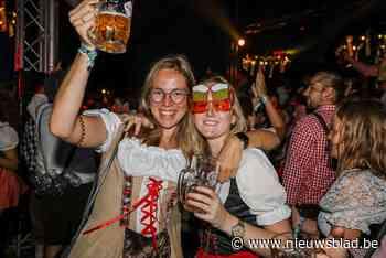 """Ondanks twijfel vooraf toch volwaardig Oktoberfest: """"Beetje raar om zo vroeg op de dag te feesten, maar wel leuk"""""""