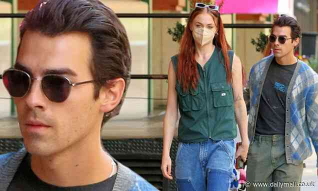 Joe Jonas and Sophie Turner show off couple style as they walk home from brunch in New York City - Daily Mail