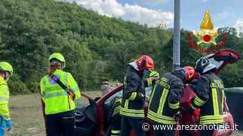 Schianto con l'auto, donna incastrata nell'abitacolo - ArezzoNotizie