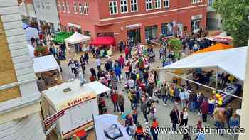 Besucher tummeln sich in der Innendstadt von Oschersleben - Volksstimme