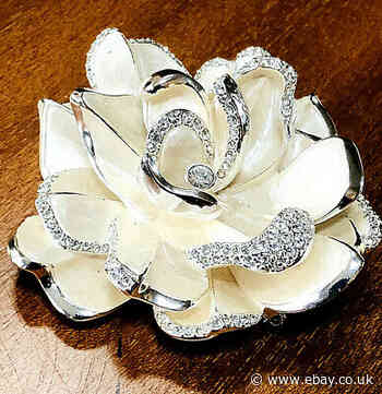 Vtg JOAN RIVERS Limited Edition White Enamel GARDENIA Pin Brooch Pave RSs Large