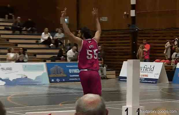 Worthing Thunder's Tom Ward catches fire for 26-point first half