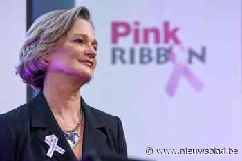 Burgemeester roept vrouwen op om hun borsten te laten onderzoeken