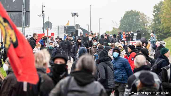Kritik an Waffenhersteller Heckler & Koch: 200 Aktivisten protestieren vor Stammwerk