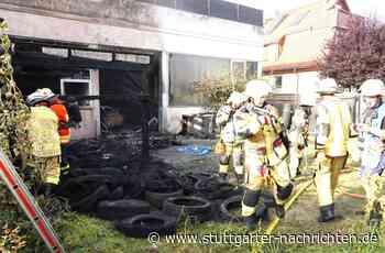 Feuerwehr in Ditzingen im Großeinsatz - Brand auf Autohaus-Gelände hält Einsatzkräfte in Atem - Stuttgarter Nachrichten