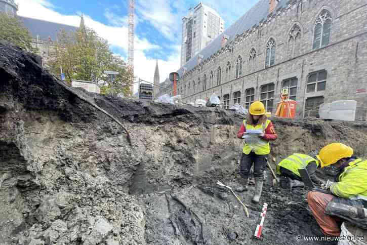 """Opnieuw skeletten gevonden op de Leet: """"Het middeleeuws kerkhof komt verder dan we dachten"""""""