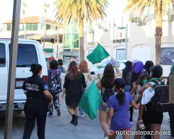 Represión en la marcha por el aborto legal en Cabo San Lucas - Noticias La Paz