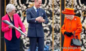 Commonwealth baton contains secret touching tribute to Queen as monarch launches games