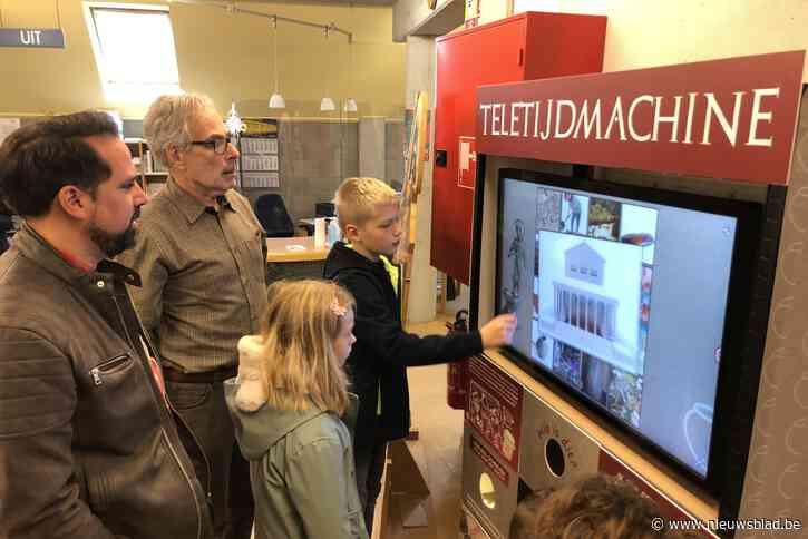 Teletijdmachine in de bibliotheek