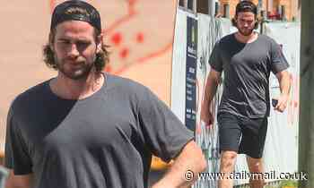 Long-haired Liam Hemsworth steps out barefoot in Byron Bay - Daily Mail