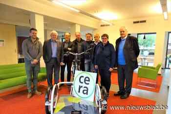 Sint-Remigius neemt elektrische rolstoelfiets in gebruik (Pittem) - Het Nieuwsblad