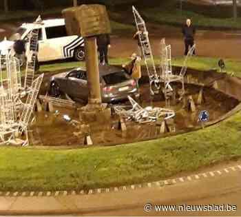 Man belandt met auto in fontein met kerstversiering en verliest rijbewijs - Het Nieuwsblad