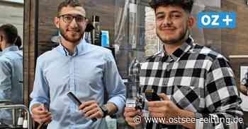 Greifswalds einzige Friseur-Azubis: Warum nur zwei junge Männer Haareschneiden wollen - Ostsee Zeitung