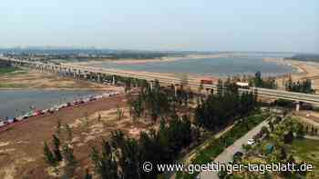 Bus mit 51 Insassen stürzt in Fluss in China: Tote und Vermisste