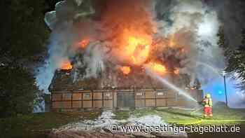 Brand in Museumsscheune in Uetersen: Feuerwehr im Großeinsatz