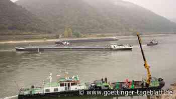 Im Rhein festgefahrener Tanker geborgen