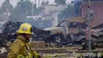 Mindestens zwei Tote nach Flugzeugabsturz auf Wohnhäuser