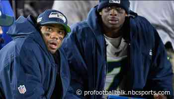 Russell Wilson staying engaged while rehabbing, helping Geno Smith prepare