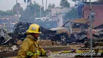 Kleinflugzeug stürzt über Wohngebiet in Kalifornien ab: Mindestens zwei Tote