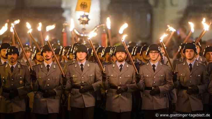 Livestream: Steinmeier und Merkel Würdigung Afghanistan-Einsatzes mit Abschlussappell - am Abend großer Zapfenstreich