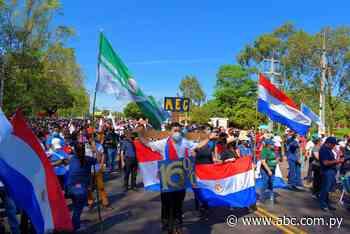 "Docentes se ""crucifican"" en Villarrica - ABC Color"