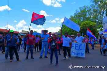 Con apoyo de estudiantes, docentes cierran ruta en Villarrica - ABC Color