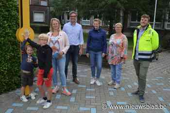 """Veilig terug naar school in Gullegem dankzij nieuwe fietszone: """"Hopelijk komen nu meer mensen te voet of met d - Het Nieuwsblad"""