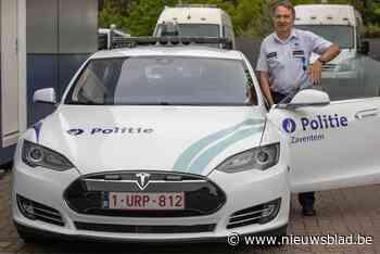 """""""Bij ons patrouilleer je met een Tesla"""": politiezones gooien alles in de strijd om jonge agenten te lokken"""