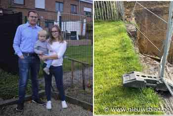 """Amber en Robbe zien hun tuin wegzakken in bouwput: """"Elke ochtend staan we op met de hoop dat het niet erger geworden is"""""""