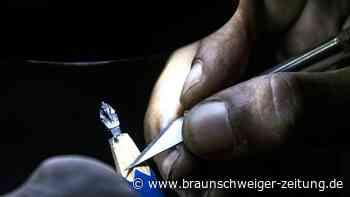 Kunst mit Fingerspitzengefühl: Mini-Skulpturen aus Bleistiftminen