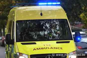 Bestuurster lichtgewond na botsing op tractorsluis