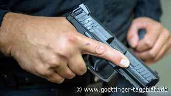 Bei Inspektion in Behörde:Schuss löst sich aus alter Pistole