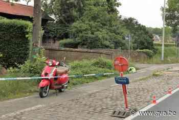 Bromfietser lichtgewond na botsing - Gazet van Antwerpen
