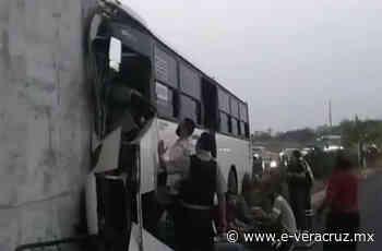 Choca camión con trabajadores de TAMSA en puente de Veracruz   e-consulta.com 2021 - e-consulta Veracruz