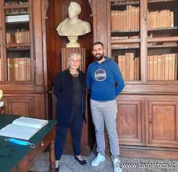 Isabelle Le Masne de Chermont in visita alla biblioteca di Saluzzo - TargatoCn.it