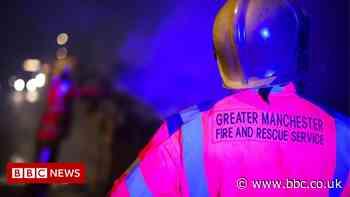 Bury fire: Crews tackle large blaze at landfill site - BBC News