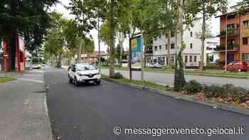 Cammina nuda sulla strada, giovane soccorsa dal personale medico - Il Messaggero Veneto
