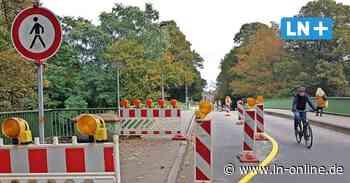 Starke Schäden an Lübecker Rehderbrücke: Auch der Gehweg ist jetzt gesperrt
