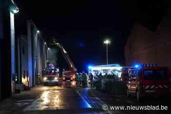 Brand in compostbedrijf Am-Power: verschillende brandweerpos... (Pittem) - Het Nieuwsblad