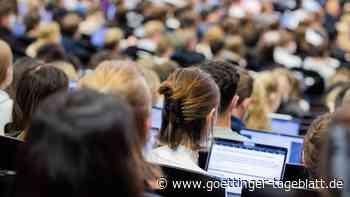 Präsenz statt PC: Wie erleben es Studierende, wieder in der Uni zu sein?