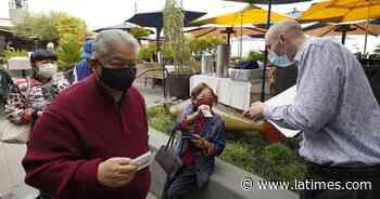 San Francisco relaja uso de mascarillas en interiores - Los Angeles Times