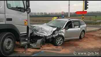 Bestuurder zwaargewond na frontale aanrijding (Beveren-Waas) - Gazet van Antwerpen