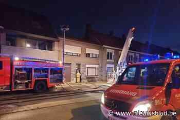 Brandweer heeft veel werk met schouwbrand - Het Nieuwsblad