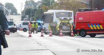 Fietser sterft bij aanrijding door lijnbus   Menen   hln.be - Het Laatste Nieuws