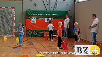 """Groß Lafferder Schüler treffen """"Frau Eule"""" und """"Hase Hoppel"""""""