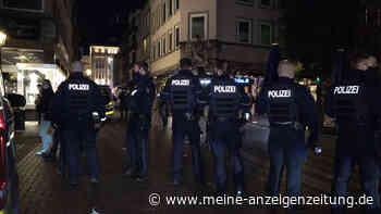 Massenschlägerei in Düsseldorfer Altstadt – 19-Jähriger lebensgefährlich verletzt
