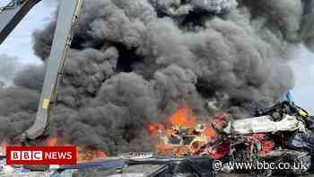 Walsall scrapyard fire consumes 100 cars