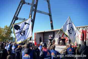 5.000 mijnwerkers op meeting in Houthalen geven applaus aan prins Laurent